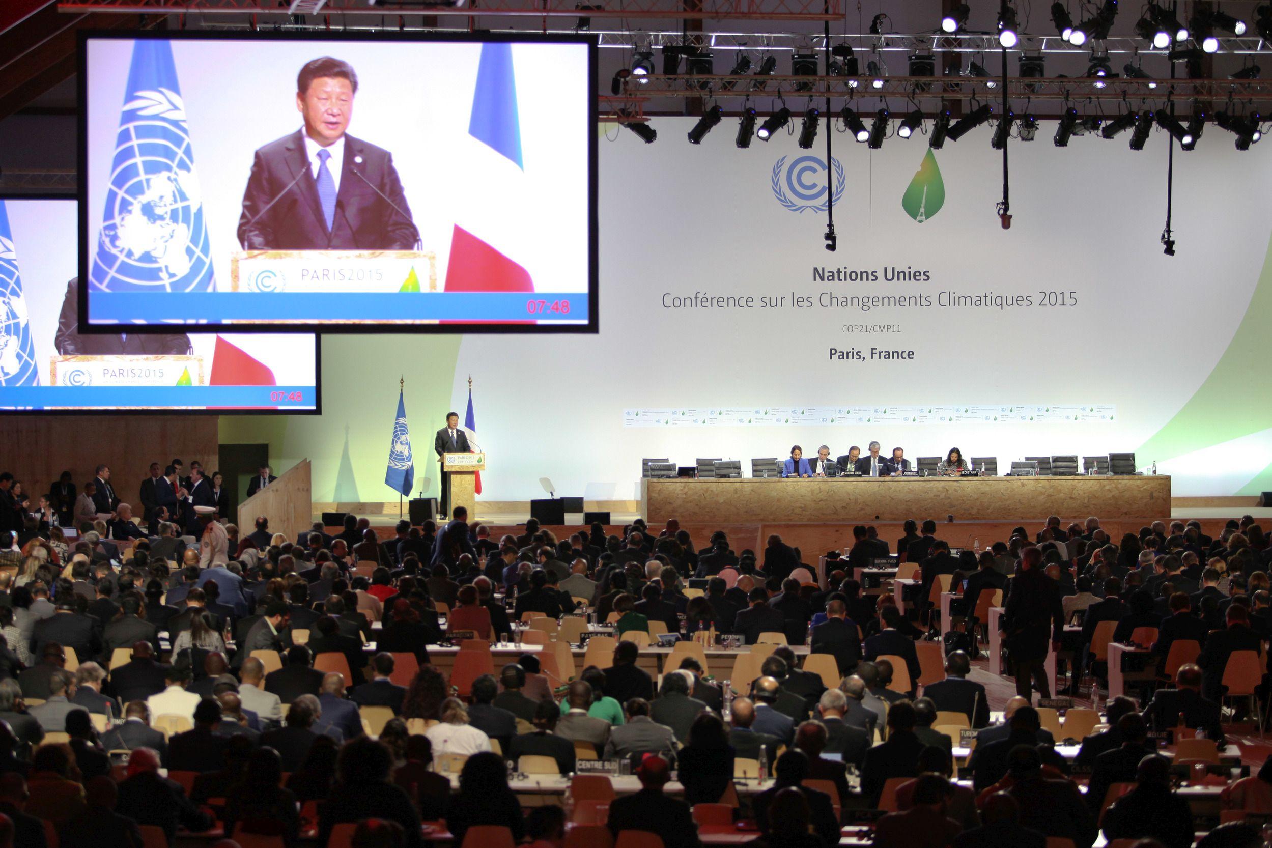 Podium der 21. Klimaschutzkonferenz in Paris 2015